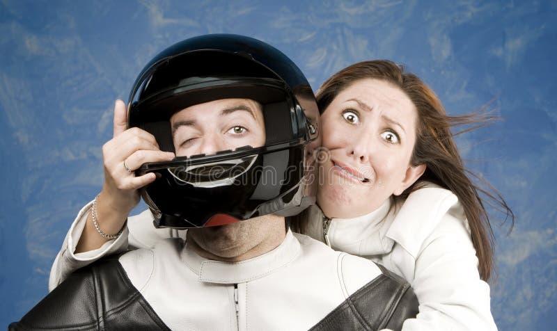 fruktansvärd manmotorcykelkvinna arkivbild