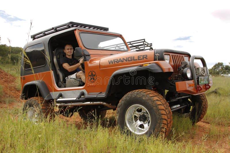 Fruktdryck beigea Jeep Wrangler Off-Roader V8 fotografering för bildbyråer