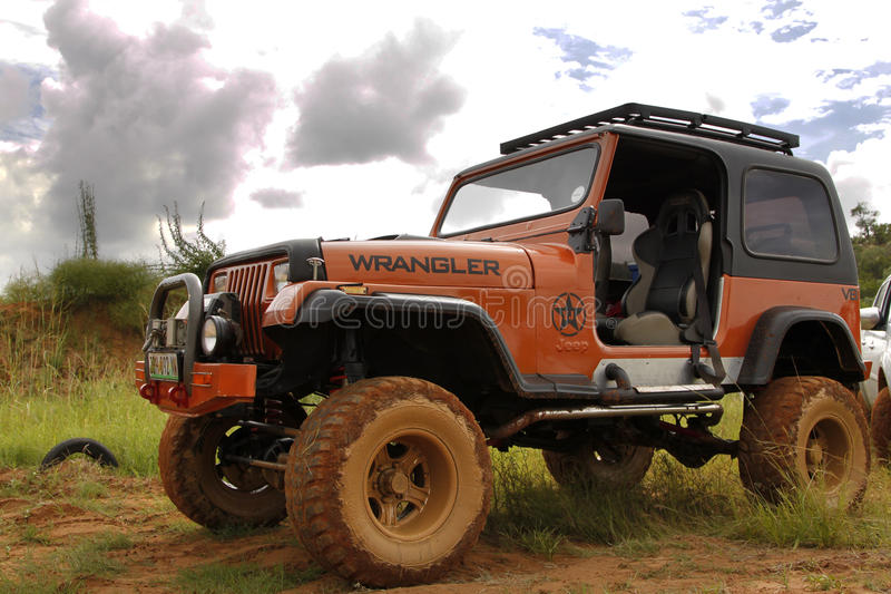 Fruktdryck beigea Jeep Wrangler Off-Roader V8 arkivfoto