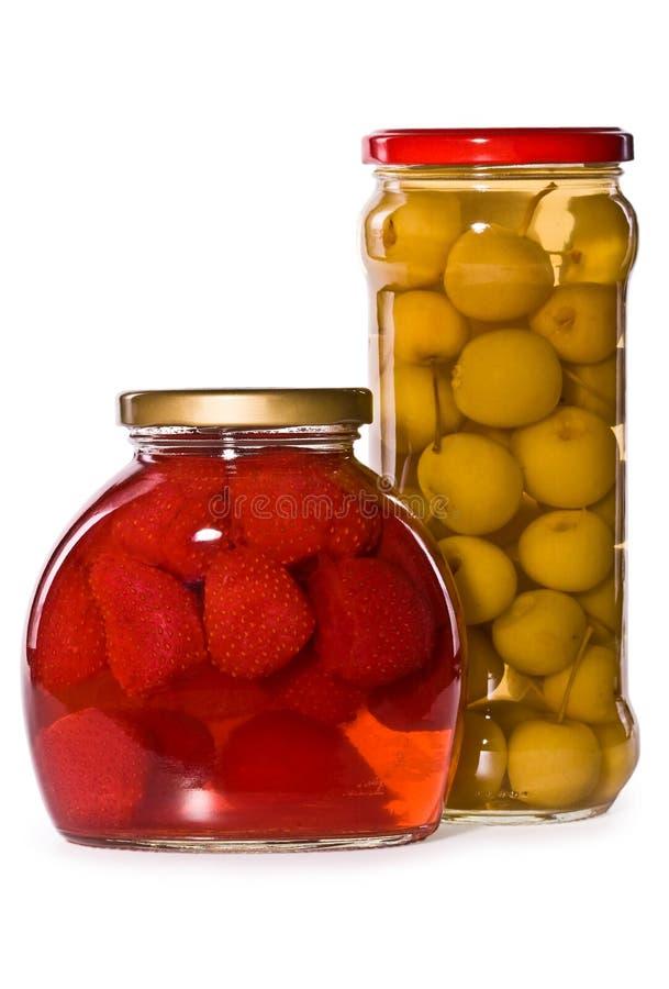 frukter marinaded isolerade jars royaltyfri fotografi