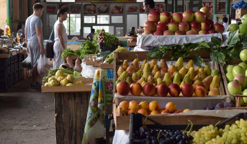 Frukter och grönsaker på Yeni Bazaar arkivbild