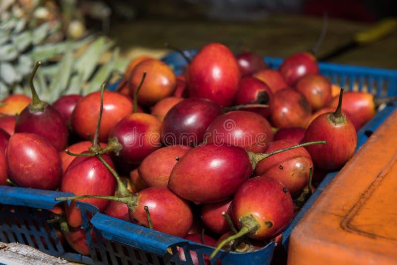 Frukter och Veggies i marknad arkivfoton