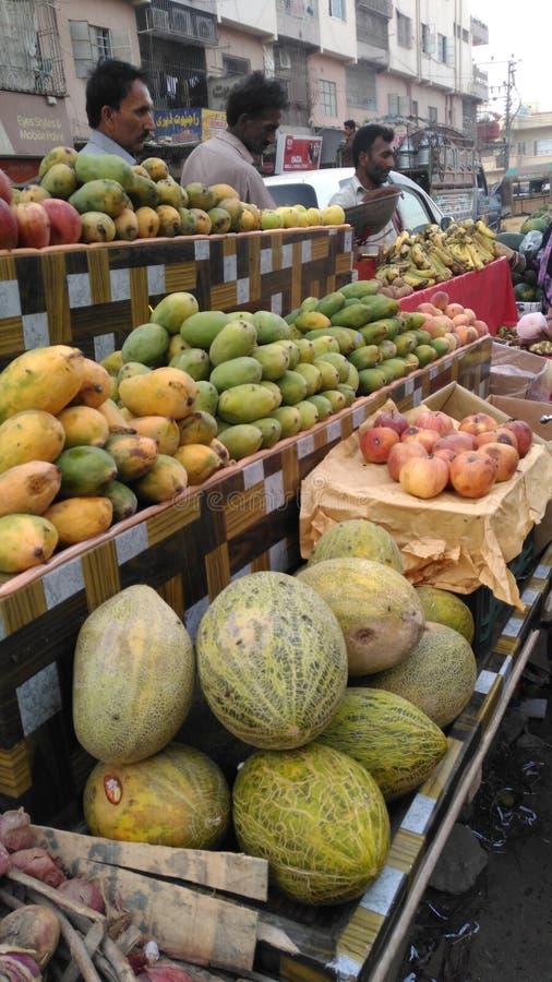 Fruktförsäljare royaltyfri foto
