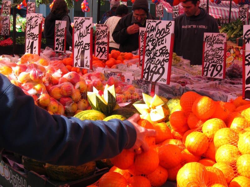 Fruktmarknad. royaltyfri bild
