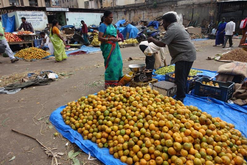 Fruktmarknad i Bengaluru (Bangalore) royaltyfria bilder