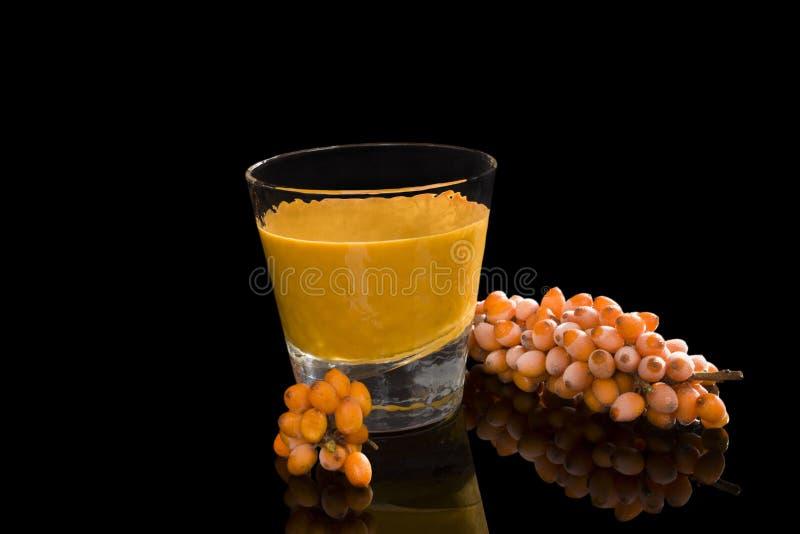 Fruktsaft för havsbuckthorn royaltyfri bild