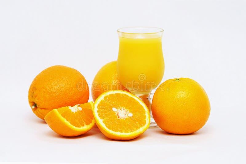 Fruktsaft för ny frukt och organiska apelsiner royaltyfri fotografi