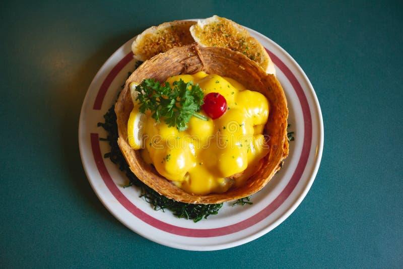Fruktsallad med ost överst royaltyfria bilder