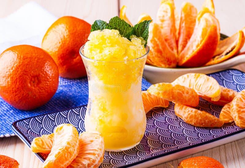 Fruktsorbet djupfryst fruktfruktsaft Fruktsaft från tropisk frukt s?t efterr?tt Efterrätt för sommaren arkivbilder