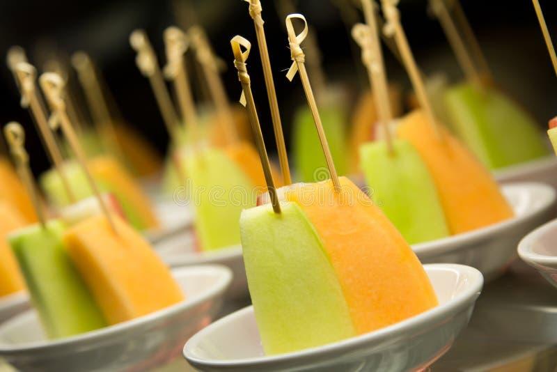 Fruktsteknålar. arkivfoton