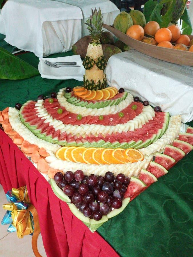 Fruktuppl?ggningsfat royaltyfria bilder