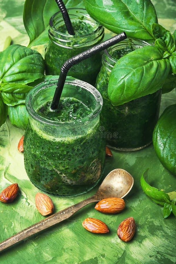 Frullati del vegano con spinaci immagini stock