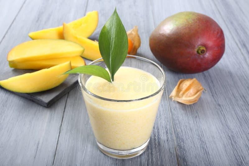 Frullato del mango immagini stock libere da diritti