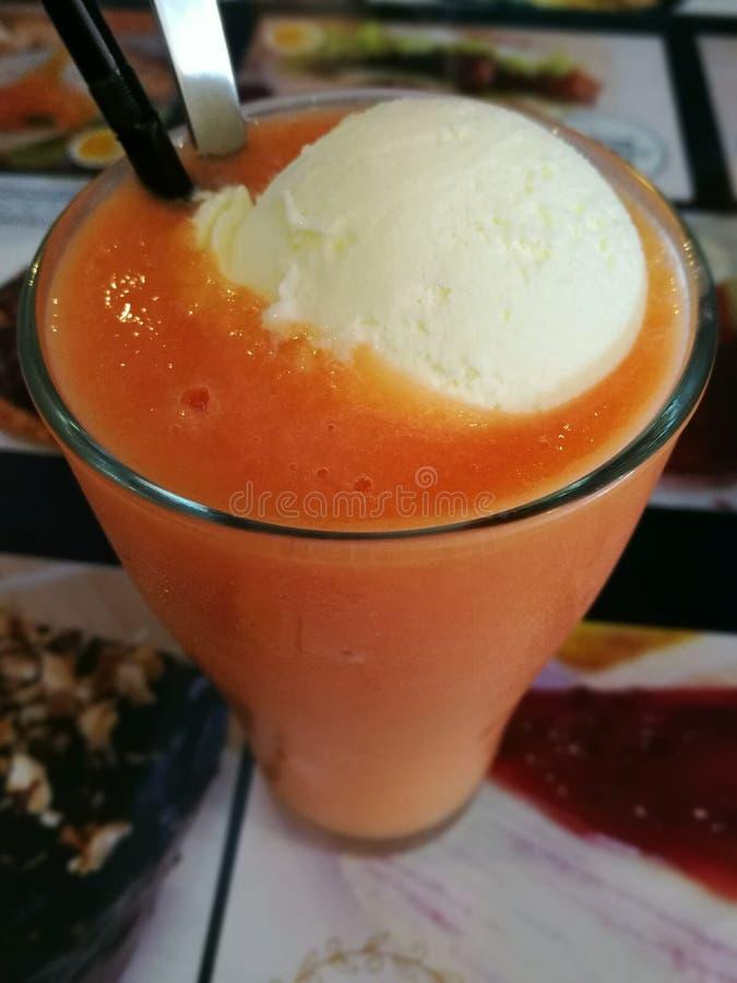 Frullato della papaia immagini stock