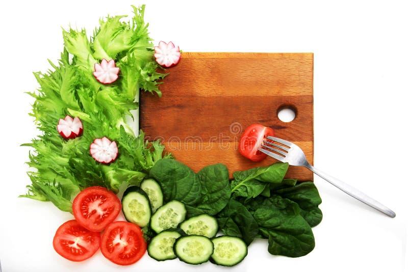 Frullato ed ingredienti verdi sani sui superfoods bianco-, disintossicazione, dieta, salute, concetto vegetariano dell'alimento T immagini stock