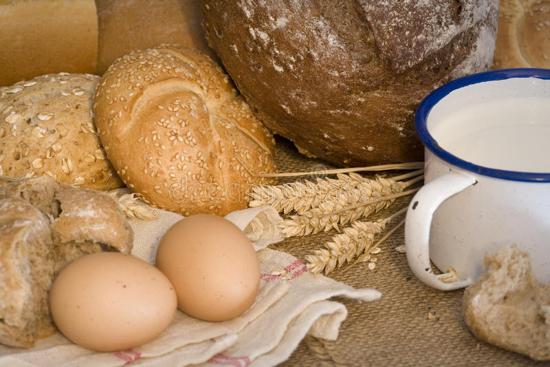 Frumento, pane, latte ed uova immagine stock libera da diritti