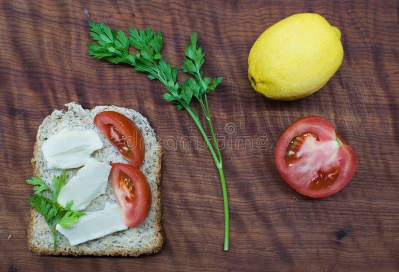 Frunchtid: sund och smaklig mat arkivbilder