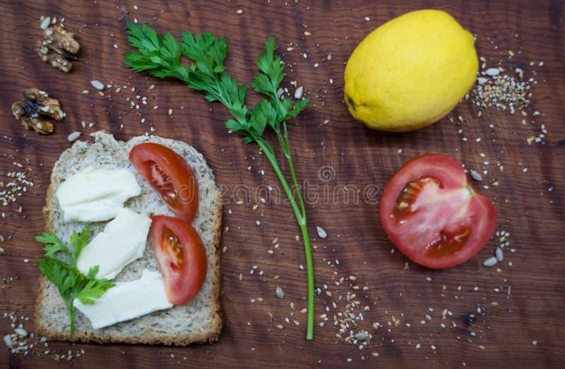 Frunchtid: sund och smaklig mat arkivfoto