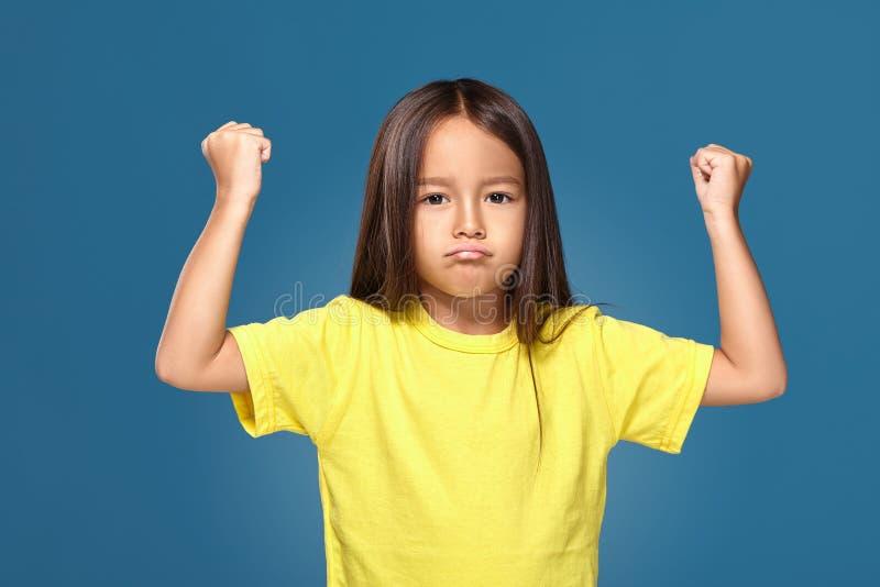 Frustration et désaccord fâchés d'apparence de petit enfant image libre de droits