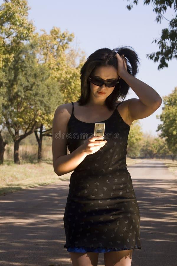 Frustrato con il telefono delle cellule fotografia stock libera da diritti