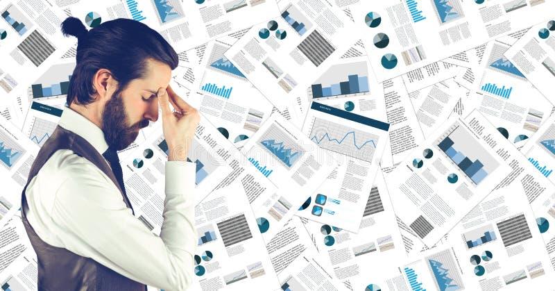 Frustrerad affärsman mot dokumentbakgrunden arkivfoton