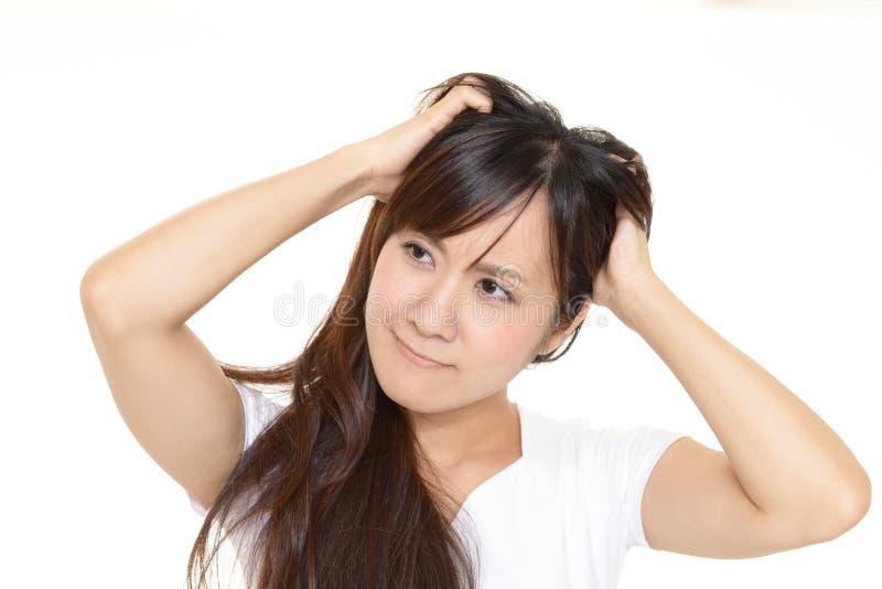 Frustrerad asiatisk kvinna royaltyfri bild