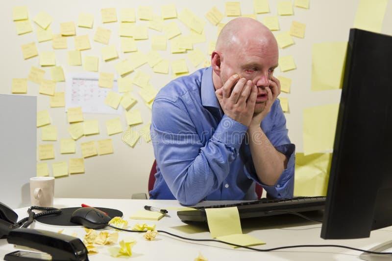 Frustrerad kontorsarbetare royaltyfri bild