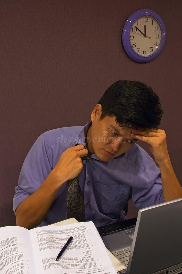 Frustriert bei der Arbeit stockbild
