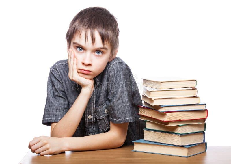 Frustrierter Junge mit Lernschwierigkeiten lizenzfreie stockfotos