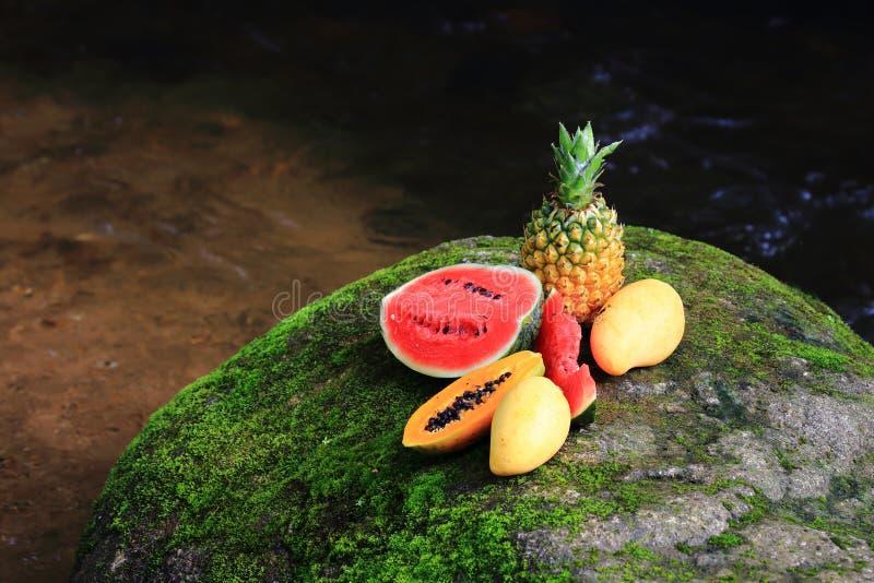 Fruta alegre, frutas misturadas fotos de stock