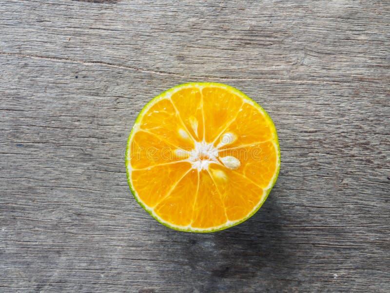 Fruta anaranjada del topview en de madera imagen de archivo