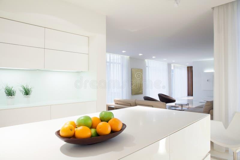 Fruta cítrica en worktop de la cocina imagen de archivo libre de regalías