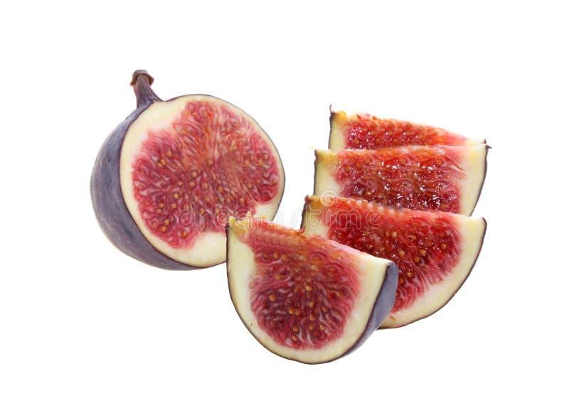 A fruta cortou em segmentos um figo, isolado. fotos de stock royalty free