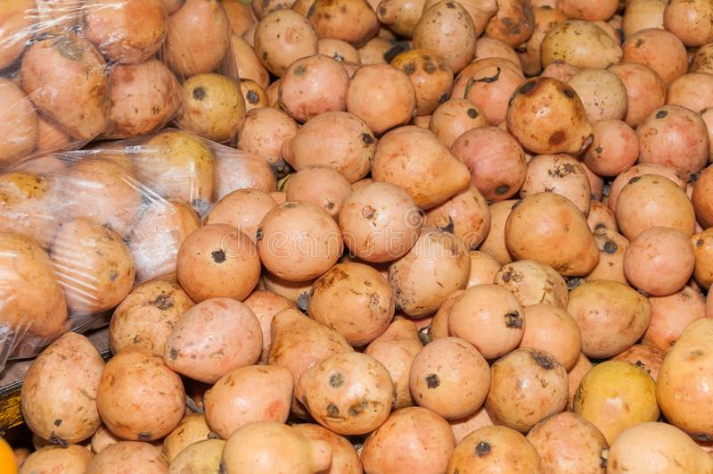 Fruta de guayaba en el supermercado - guajava del Psidium foto de archivo