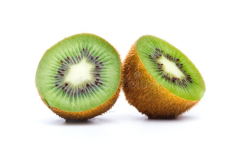 Fruta de kiwi en mitades foto de archivo libre de regalías