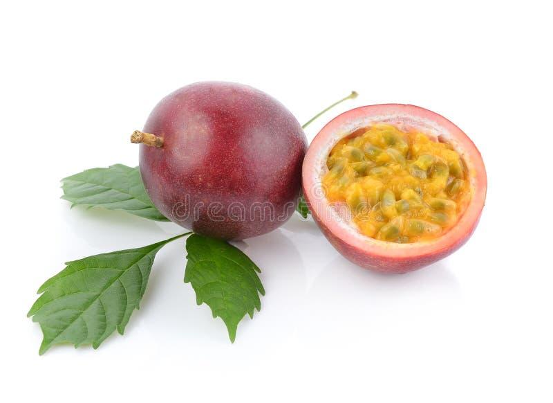 Fruta de paixão isolada no fundo branco fotos de stock