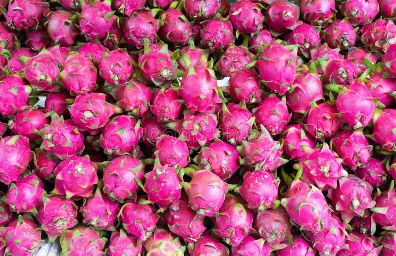 Fruta del dragón, fruta tropical exhibida en la mercado de la fruta de Vinh Long, delta del Mekong La mayoría de frutas del ` s d fotografía de archivo libre de regalías