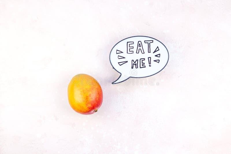 Fruta del mango en concepto creativo del estilo del arte pop fotografía de archivo