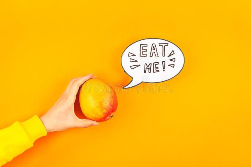 Fruta del mango en concepto creativo del estilo del arte pop imagen de archivo