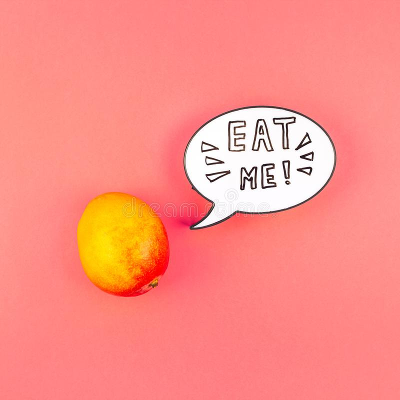 Fruta del mango en concepto creativo del estilo del arte pop fotos de archivo libres de regalías