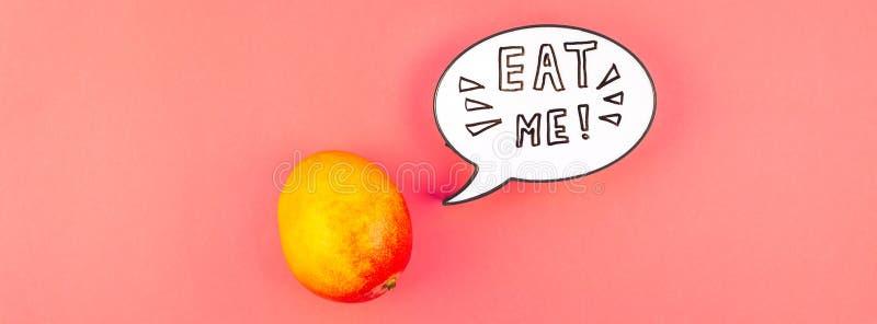 Fruta del mango en concepto creativo del estilo del arte pop imagen de archivo libre de regalías