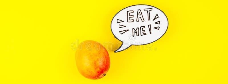 Fruta del mango en concepto creativo del estilo del arte pop imagenes de archivo