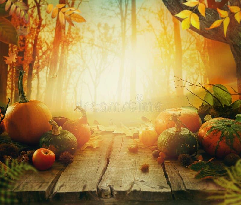 Fruta del otoño en la tabla imagen de archivo