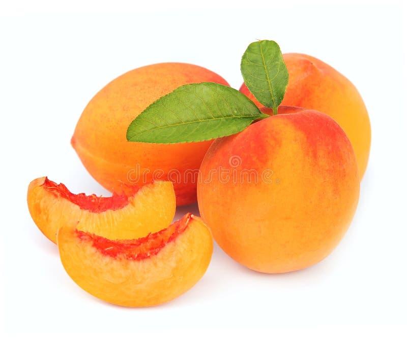 Fruta do pêssego e segmentos do pêssego fotos de stock