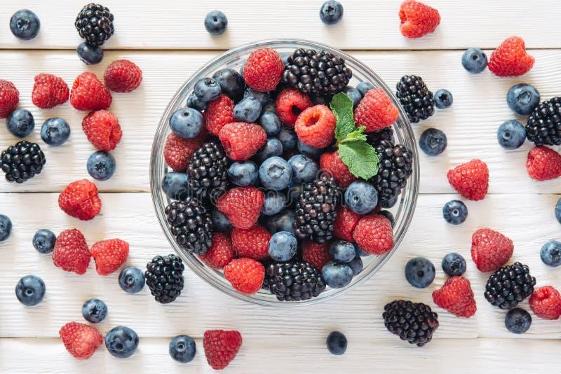 Fruta e ingredientes mezclados sanos de la visión superior fotos de archivo