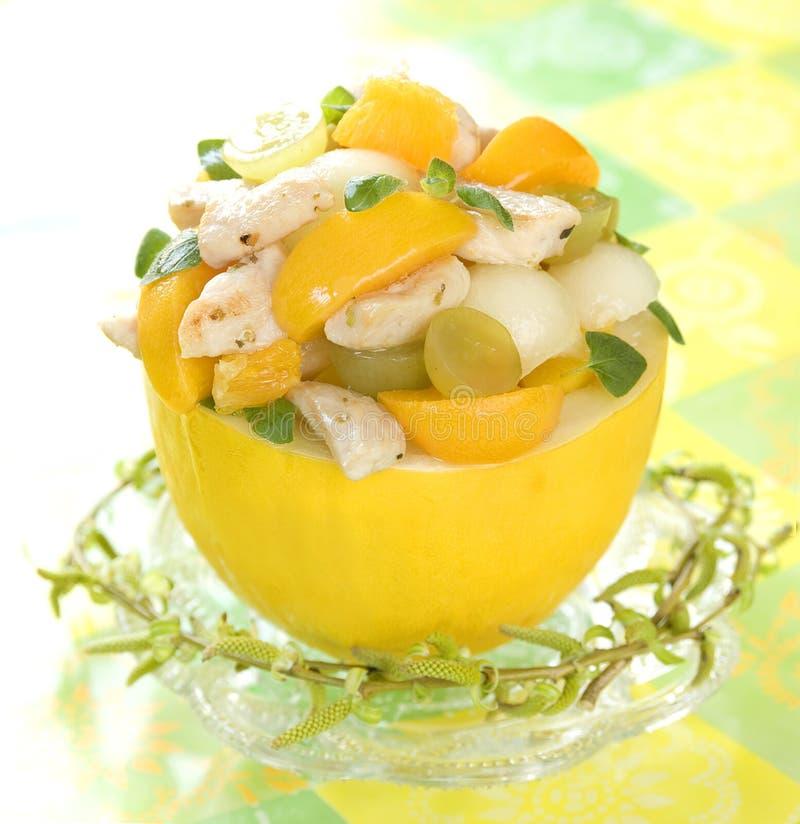 Fruta e salada de galinha claras imagem de stock royalty free