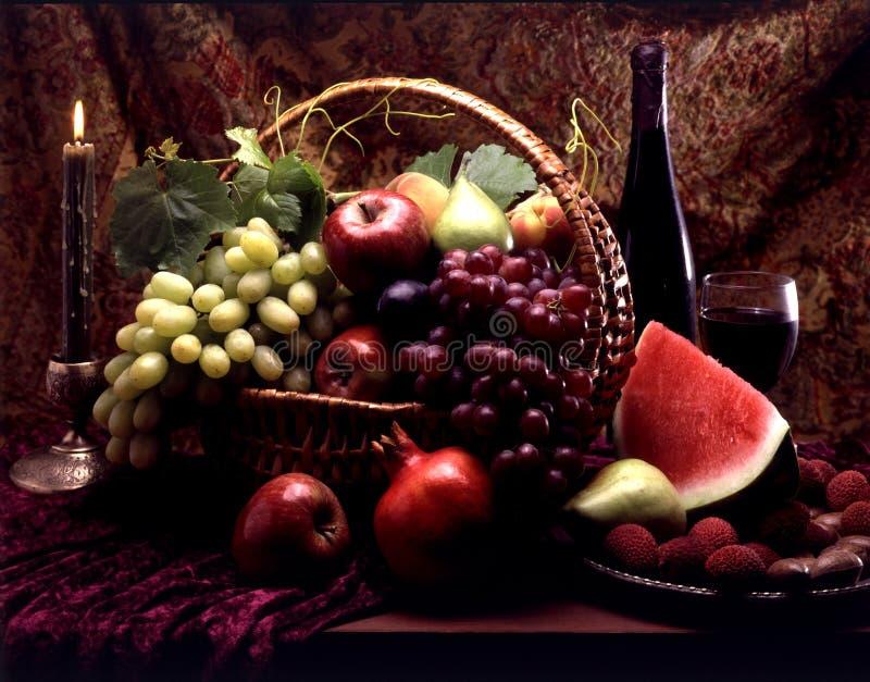 Fruta en cesta fotografía de archivo