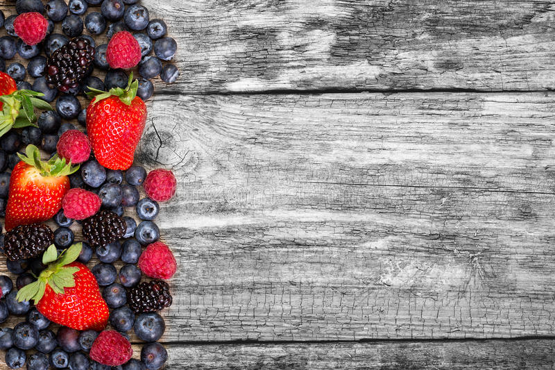Download Fruta en fondo de madera foto de archivo. Imagen de fresco - 41902772