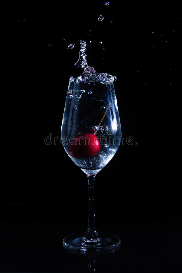 Download Fruta en un vidrio de agua imagen de archivo. Imagen de fresco - 42434435