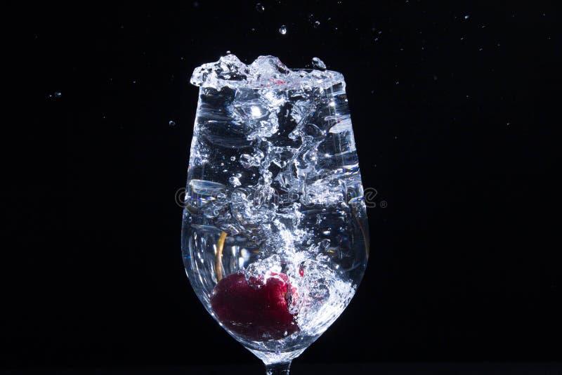 Download Fruta en un vidrio de agua imagen de archivo. Imagen de coctel - 42434461
